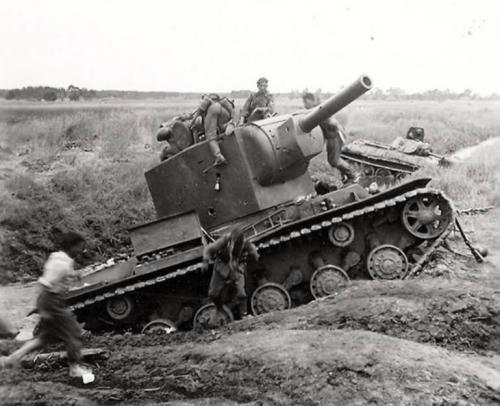 Радянські танки між Дмитровим і Кривим